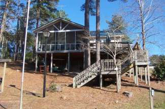 McBride's Cabin, 1667 Calhoun Drive, Abbeville, AL – Waterfront W/ Dock