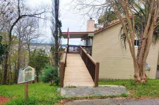 The Artisan Cottage – 26 Davis Dr – Waterfront